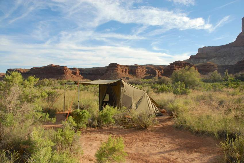 A cozy little tent site in the Green River's wash.